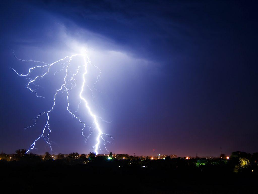 Schäden durch Blitz, Hagel und Co.