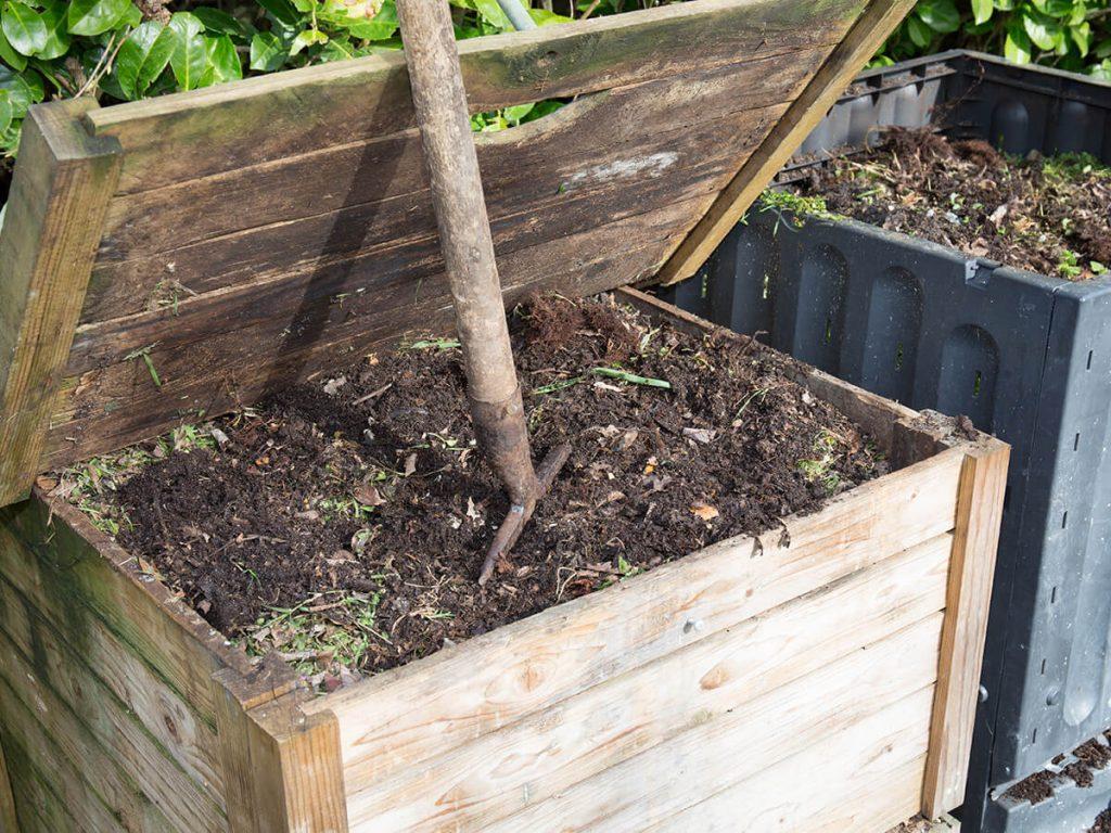 Durch Verstoffwechselung des Kompostes können Temperaturen zwischen 50 °C bis 60 °C entstehen